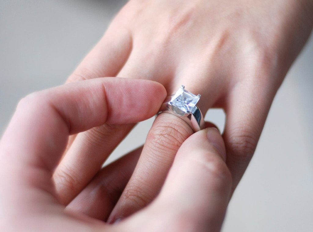 engagement-ring-fingers